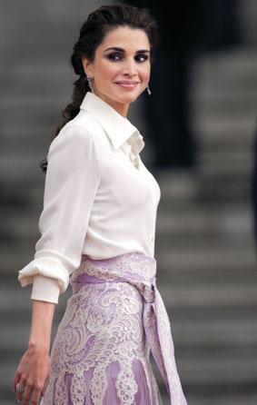 皮肤 世界上 皇后/她被评为全球最优雅的女性,她的脚步来到哪里,记者的镜头就跟...