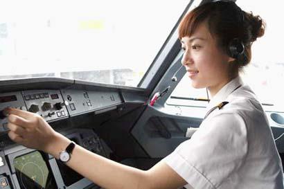 美女空姐转行开飞机