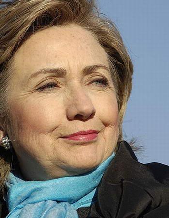 希拉里宣布参加总统竞选 称将消除布什所犯错误