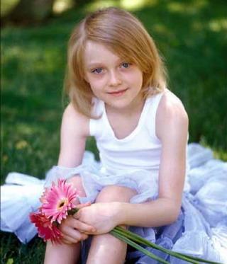 很可爱小童星女5--13岁左右美国人现已死亡想知道叫什么名字秀兰