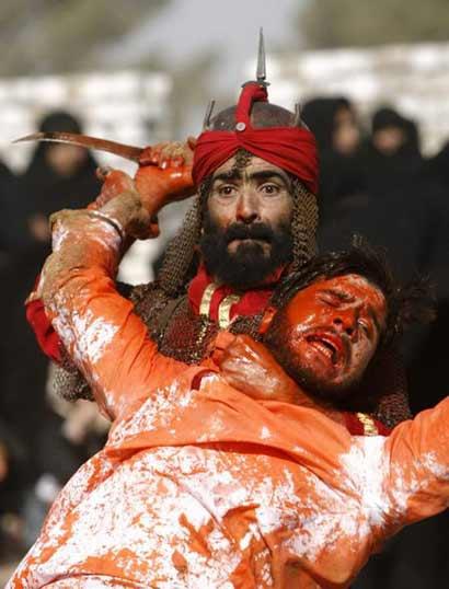 穆斯林鞭打自己表纪念 斋月里血迹斑斑