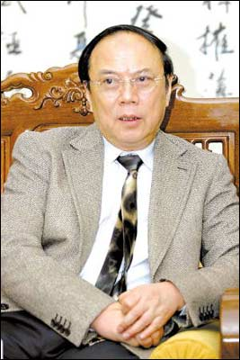 广东省政协主席称三次不请假缺席会议应当请辞