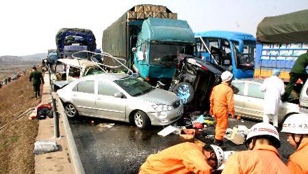 沪昆高速江西段多起车祸致11死39伤