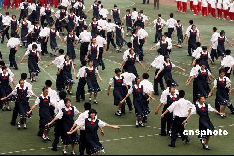 榆次一中校园网_上海试点中小学校园集体舞 男女不配对家长无忧_资讯_凤凰网
