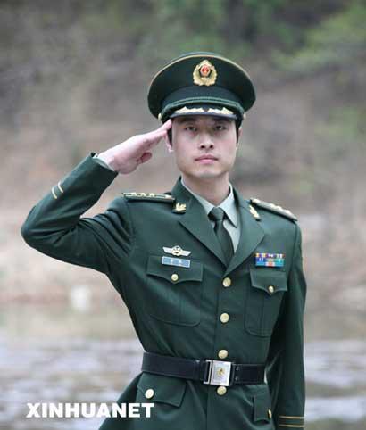 这是武警07式警官春秋常服. 新华社发(刘胜摄)-中国武警部队8月起图片