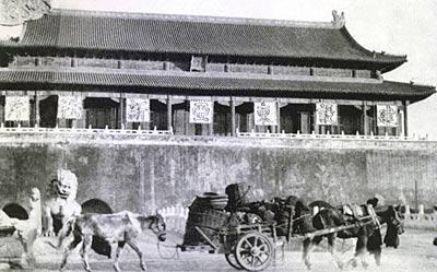 毛泽东亲自确定天安门广场尺度 要求能起降飞机