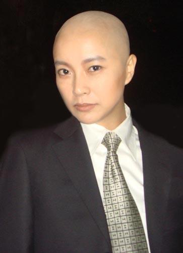 虽然女星苏岩为电视剧《光头美女》剃光头的新闻已经