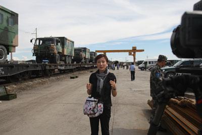 凤凰美女记者探秘解放军参演军营组图