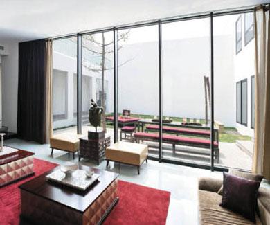 采用极简约的现代主义风格,以黑白灰三色,精准的直线条,内敛坦诚的