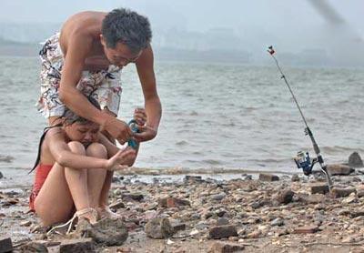 10岁少女手脚被捆 横游湘江三小时组图
