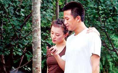 韩国街头有说有笑 几次被国内媒体偷拍同居照的孙俪和邓超,期望呼吸