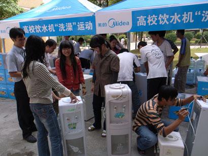 消毒人员上门清洗饮水机