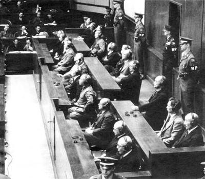 东京审判现场,众战犯等待宣判