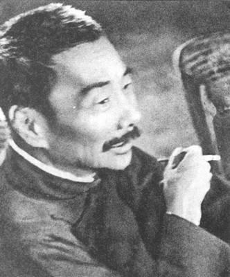 鲁迅 1949年12月,毛泽东首次访问苏联,他也随身带着几本鲁迅的著作,一有空就读。有一天,外事活动后回到住地,离开饭的时间不到半小时,他又拿出鲁迅的书读起来。开饭时间到了,工作人员把饭菜放在桌子上,轻声催他吃饭,他说:还有一点,看完就吃。毛泽东一边用笔在书上圈圈画画,一边自言自语道:说得好!
