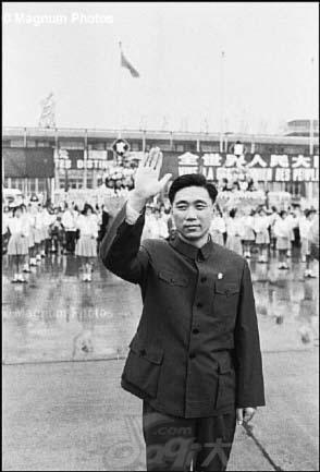 王洪文标准照片_处在权力巅峰时期的王洪文春风得意时[组图]_资讯_凤凰网