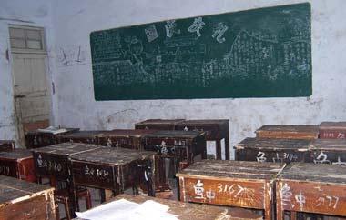 课桌上的青春作文_课桌上曾经留下的青春记忆_卫视_凤凰网