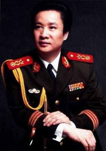 阎维文:总政歌舞团国家一级演员,副军级待遇-大陆军衔将星最高的