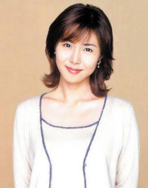 松岛菜菜子(34岁)于11月30日产下一女,这对演艺圈著名的帅哥美女组合