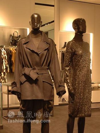 ysl上海开店展示resort系列