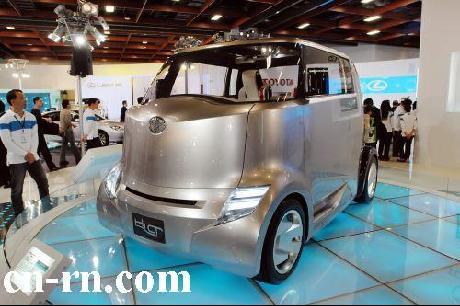 图为丰田车厂展出的油电混合动力概念车.高清图片