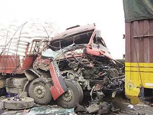 合徐高速一天发生36起事故7人死亡(图)