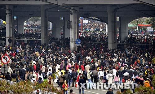 50万旅客滞留广州京广线除夕前难恢复[组图]