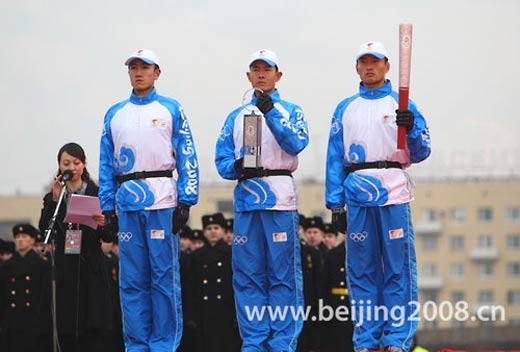 武警特警部队2008年赴境外多个国家执行特殊任务图片
