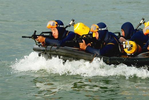 中国海军 蛙人 部队全力备战北京奥运安检工作图片