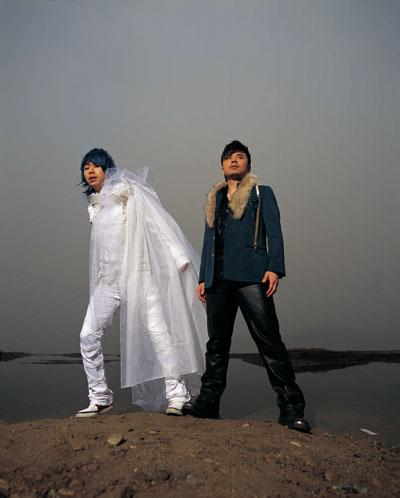 作为国内组合的领军人物,水木年华自2001年第一张专辑《一生有你》便