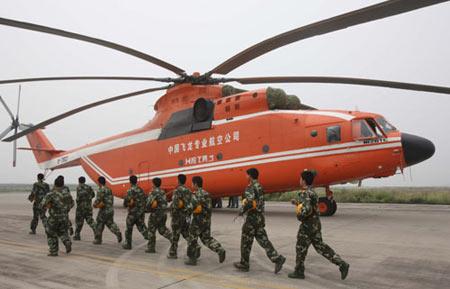 重型直升机_俄增援直升机赶到 第二架米-26将参加唐家山会战_资讯_凤凰网