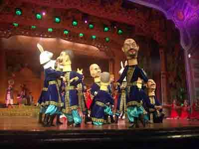 维吾尔族大型民间套曲《十二木卡姆》在世界音乐大系