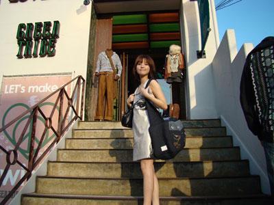 素颜金莎惊现日本疯狂扫货