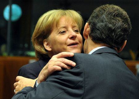 默克尔称被萨科齐 强吻 向法国提出抗议