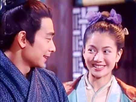 袁咏仪在《木兰新编》中扮演花木兰,与赵文卓演对手戏.