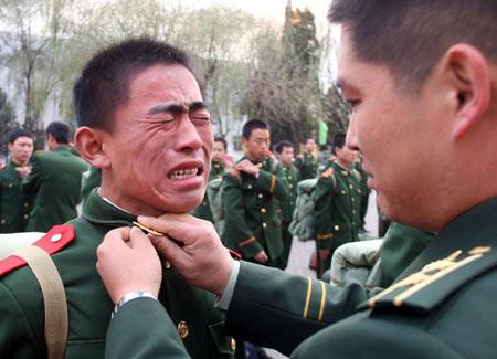 不是军人穿07式军服军衔都佩戴被抓到有什么后果图片