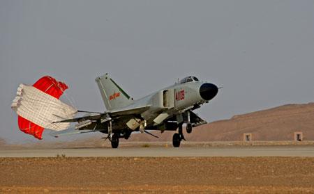 沙漠军事_新沙漠机场军事基地最终版MOD下载灯源密布