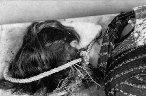 老照片::二戰期間,德軍處決蘇聯紅軍女遊擊隊員