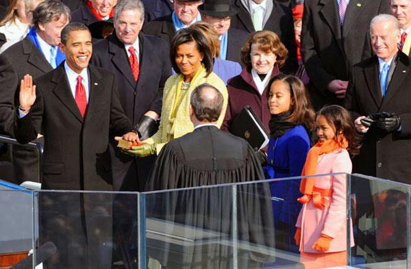 美国新任总统奥巴马宣誓就职