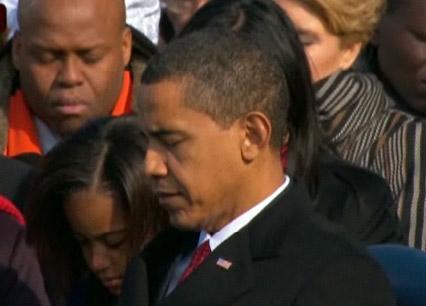 奥巴马倾听牧师演说