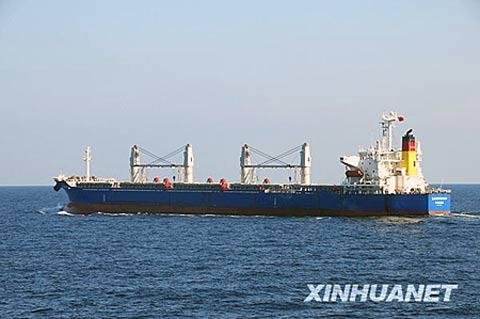 青岛远洋运输公司去年已经有8艘船从索马里,亚丁湾海域经过,由于抗击