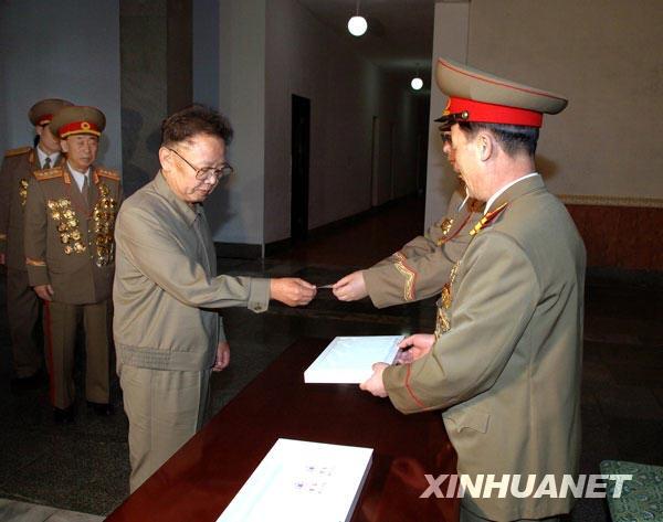 朝鲜最高领导人金正日3月8日参加了第12届最高人民朝鲜非常重视这次选举,朝鲜第333号选区2月1日推举金正日为该区代议员候选人。