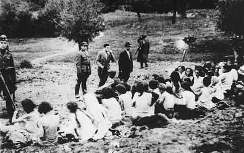 纳粹对于犹太人的血腥屠杀令人发指,甚至连妇女和儿童也不放过.