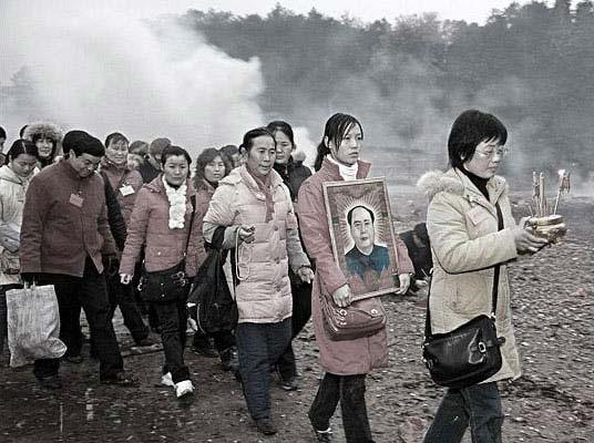 毛主席家乡人:毛主席的家乡民众在举行活动。(新闻照片和记录片-当代事件一等奖)