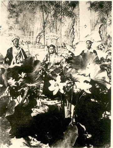 慈禧太后陵墓被挖后遗体出土时的景象图片