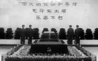 蒋介石水晶棺_参与者揭秘:毛泽东水晶棺制作内情[图集]