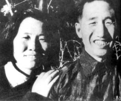 徐向前与第三任妻子黄杰1946年在延安结婚时的留影