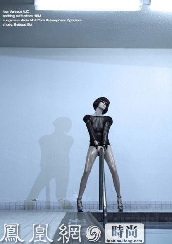Cheek Magazine登出的个性感比较咄咄逼人的一组大片,抽象表达人体艺术与时尚感官之间的结合。