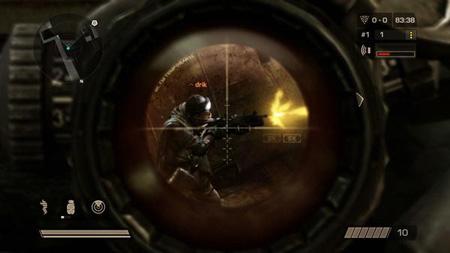 狙击手夜间实施射击时,在狙击步枪上装有夜视瞄准镜或者接通光学瞄准