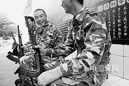 南沙官兵守礁实录:某国侦察机入侵永暑礁被逐退