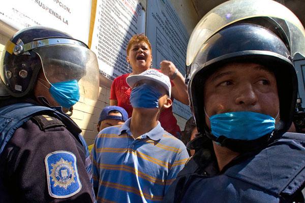 5月1日,墨西哥城内爆发了多起示威活动纪念劳动节,同时对墨西哥城在监狱内实施的隔离措施表示抗议。